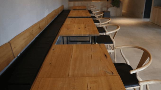 地元の高校生が手作りのテーブル
